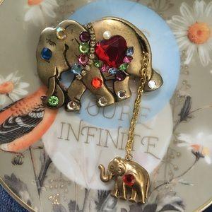 VTG Gold Tone Metal Rhinestone Elephant Brooch
